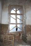 Закрыты пленкой окна в алтаре